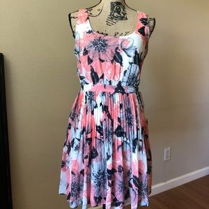 Dresses & Skirts - Beautiful Floral dress with pleats